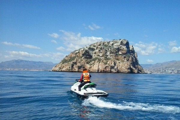Lloguer apartaments Estartit: velocitat i aventura a bord d'una moto aquàtica